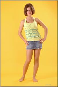 http://img208.imagevenue.com/loc396/th_278800798_tduid300163_sandrinya_model_denimmini_teenmodeling_tv_003_122_396lo.jpg