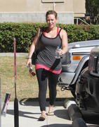 http://img208.imagevenue.com/loc435/th_426256640_Hilary_Duff_at_pilates_class1_122_435lo.jpg
