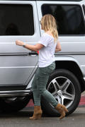 http://img208.imagevenue.com/loc436/th_643493481_Hilary_Duff_shopping_at_the_Pottery_Barn11_122_436lo.jpg