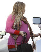 http://img208.imagevenue.com/loc470/th_834533987_Hilary_Duff_leaving_the_doctors_office27_122_470lo.jpg