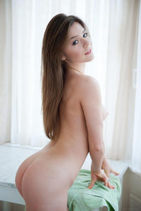 http://img208.imagevenue.com/loc516/th_097475904_metart_fulmini_lily_c_high_0006_123_516lo.jpg