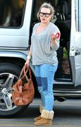 http://img208.imagevenue.com/loc527/th_142381930_Hilary_Duff_Shopping_in_Beberly_Hills16_122_527lo.jpg