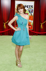 http://img208.imagevenue.com/loc590/th_595924248_Bella_Thorne_The_Muppets_Premiere_Hollywood_122_590lo.JPG